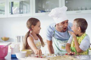 Anak di dapur