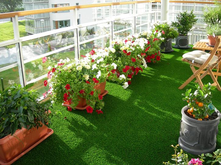 Balkon-sempit-taman-hijau