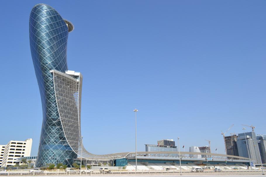 Arsitektur-Kontemporer-The-Capital-Gate-Tower