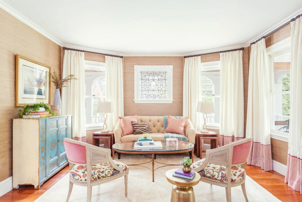 Pilihan warna cat untuk hadirkan kesan luas di ruang tamu for Pastel dining room ideas