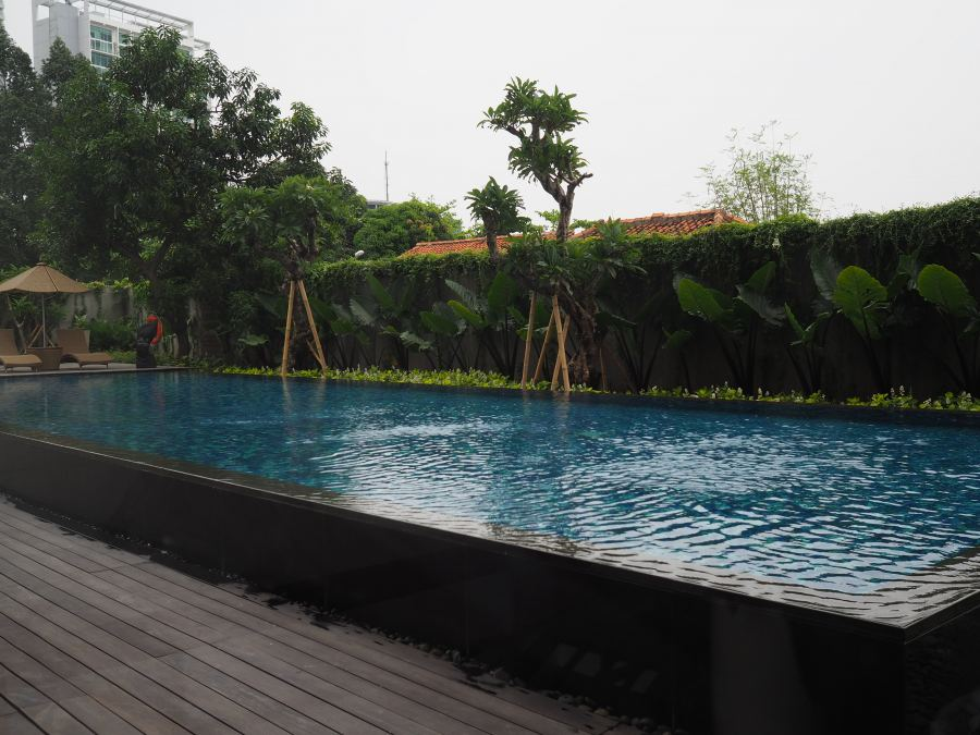 Swimming-Pool-Veranda-Apartment-Puri-Indah