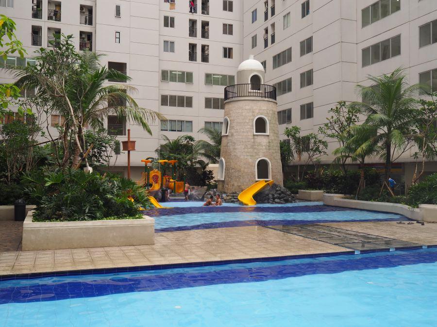 Bassura-City-Jakarta-Pool-Area