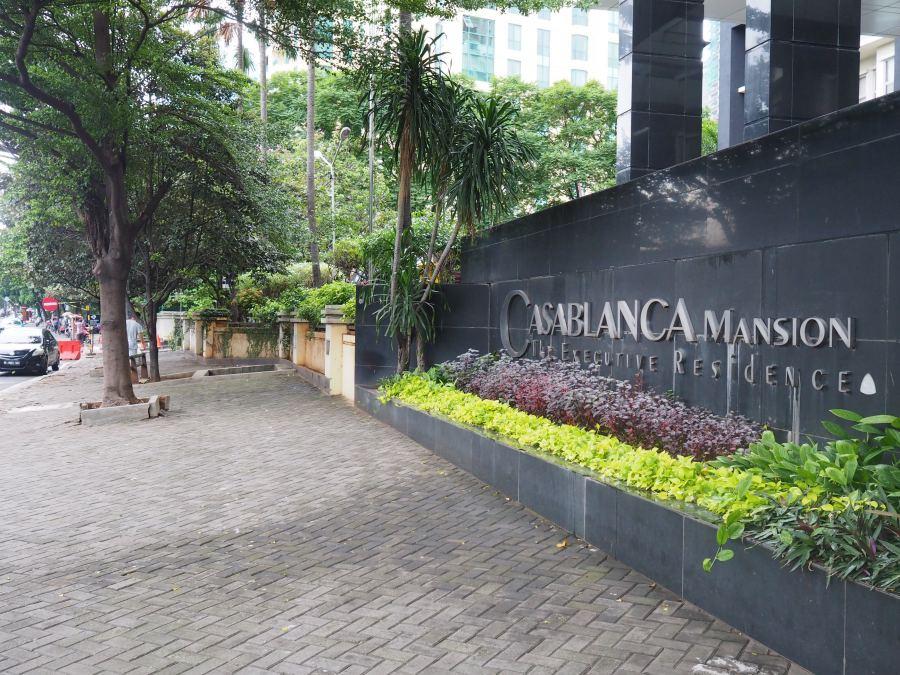 Casablanca-Mansion-Entrance-Sign
