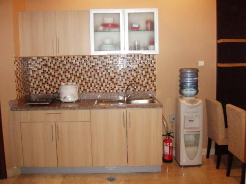 Jual apartemen bellezza apartment bellezza for sale for Kitchen set hijau