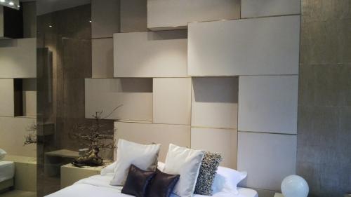 Living Room Area Bedroom ...