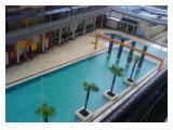 Kolam renang besar semi olimpik yang bebas digunakan penghuni