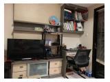 TV dan Meja Kerja