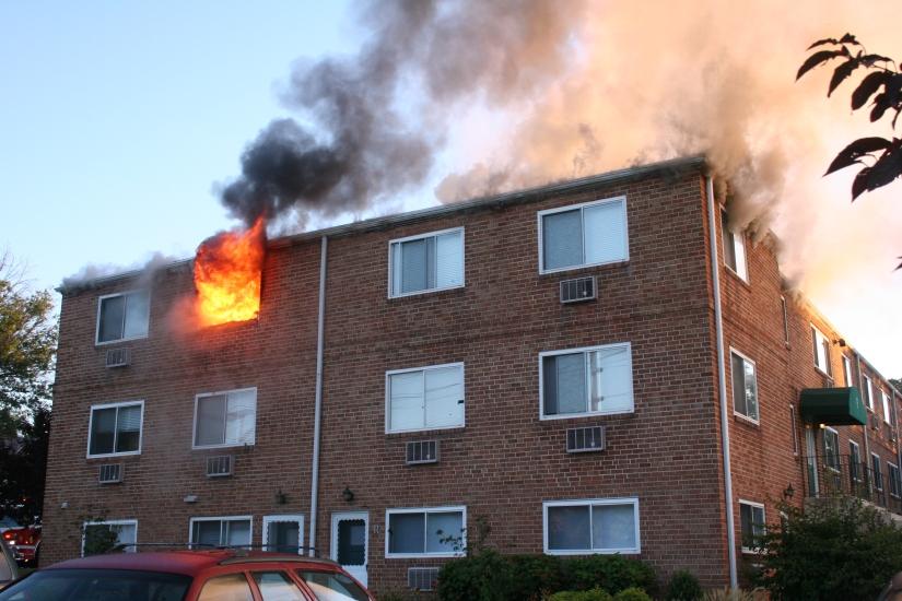 apartemen-terbakar