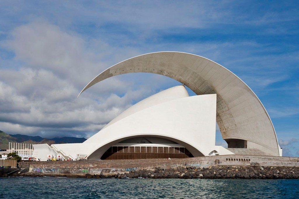 Arsitektur-Kontemporer-The-Auditorio-de-Tenerife-1039236216-1518687055582