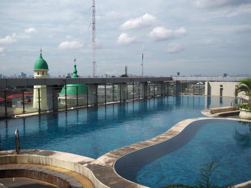 MT-Haryono-Square-Apartments Pool