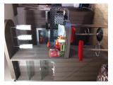 Meja makan sampingan dengan kitchen set