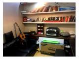 Ruang Tamu & Rak Buku
