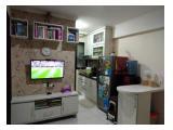 Ruang tengah, TV, meja makan, buffet